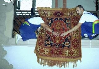 un-mounting rugs in the Black Church, Brasov