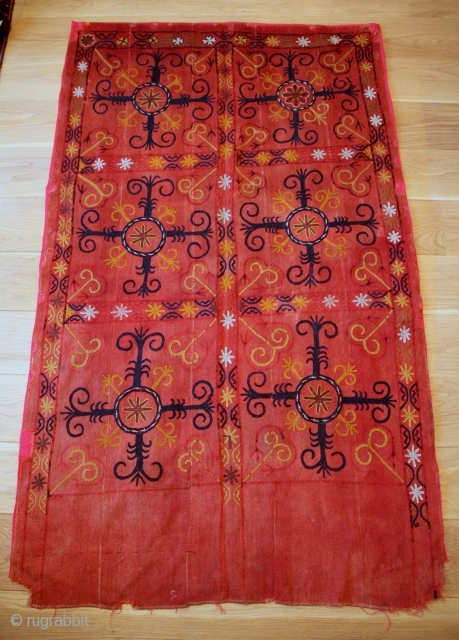 A rare Kyrgyz susani, Ferghana, late 19th century. L.: 210 cm; W.: 126 cm. Wool embroidery on hand-woven wool ground, made up of 5 panels sewn together, natural dyes, backed with coloured  ...