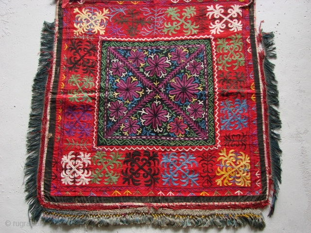 Tush kiyiz. Kyrgyz Embroidery. Very good condition. Russian cotton backing, 78cm wide and 78cm. long.