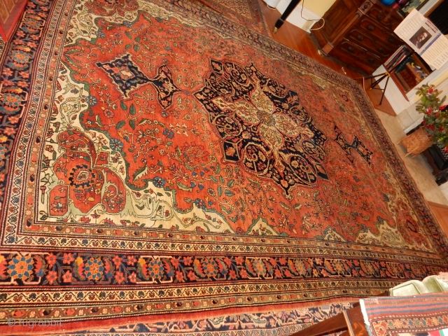 ANTIQUE SAROUK FEREGHAN  - IN BEAUTIFUL CONDITION WITH NEARLY FULL PILE  AND NO DRYNESS AT ALL - 9 X 12 FT -LOVELY OLD RUG WITH NO CONDITION DEFECTS