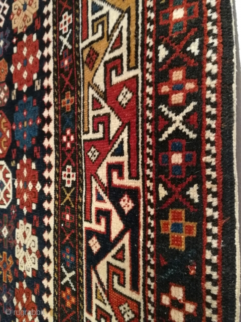 Antique decorative caucasian rug, size 178 x 129 cm.   Short fringes (secured ends), small worn areas, no repairs, all original.   Welcome.