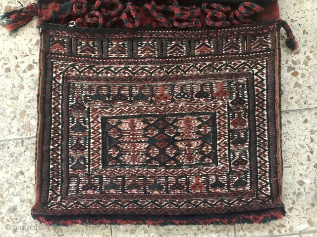Bakhtiari khorjin in fine condition,Size:101x57 cm