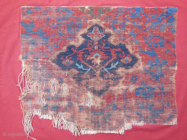 17th cent.medaglion Ushak fragment,beautiful colors and design,partially fixed on cotton,cm.53x64