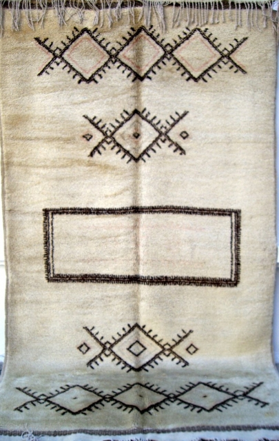 MOROCCAN MIDDLE ATLAS BERBER RUG. This is an old piece from the region of Mrirt in the southern Middle Atlas mountains. It is densely knotted with lustrous ivory wool and has complete  ...