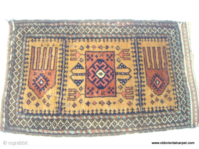 BALOUCH / BELOUCH BAG FACE / BALISHT. An extremely rare piece. As far as I know there are no recorded examples of Balisht with this design. The knotting and, to a certain  ...