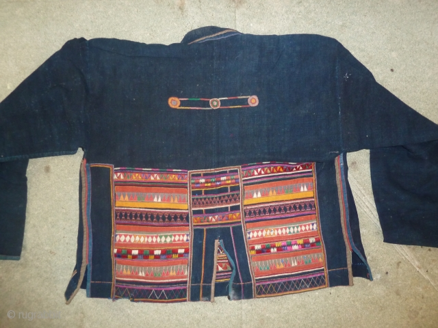Beautiful jacket, golden triangle, collected in the 70s.