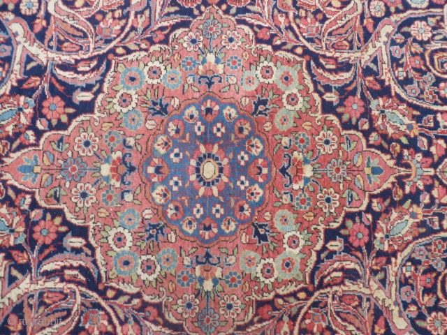 Ancien carpet in very-very good condition. Full pile, like a new carpet. Size is ft. 6.92 by ft. 4.43. Natural-vegetable dyes for this SAROUGH ante/USA reimport. This is an extra fine Persian SARUK; or maybe  ...