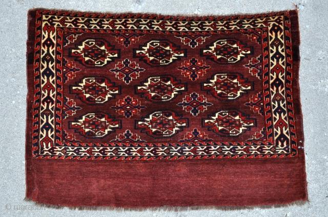 Yomud Turkmen Chuval - 3'9 x 2'7 - 115 x 79 cm.