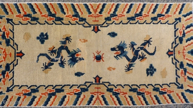 The central field of this Nigxia rug is dominated by two large dragons on a plain field. A rewoven area around one of the dragon´s head. 183x99 cms 1800-1850s, (A1512242).  Please get in  ...
