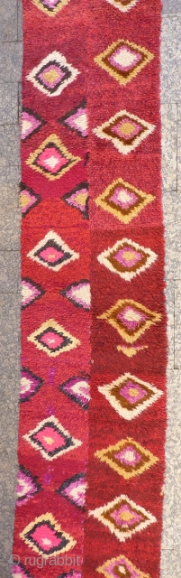 A very funky Julkhyr from North East Afghanistán woven by Uzbek women. Woven in two strips and sewn together. This julkhyr will chear up any home! 305x66 cms, (A1812064). Please get in touch  ...