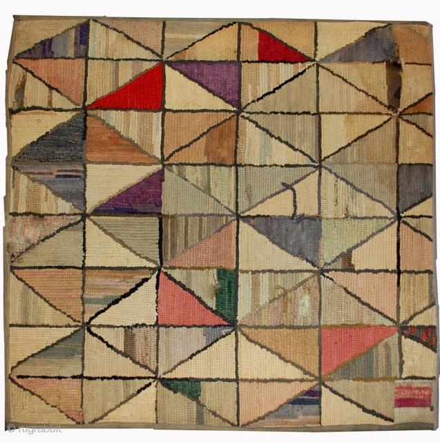 Handmade antique square American hooked rug 2' x 2.1' ( 61cm x 64cm ) 1880s - 1B504