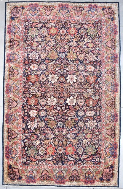 """Mahal Persian Oriental Carpet #7832 This Palace sized 1st half 20th century Mahal Persian Oriental rug measures 10'9"""" X 17'4"""" (332 x 530 cm). It has a beautifully drawn overall floral motif completely  ..."""