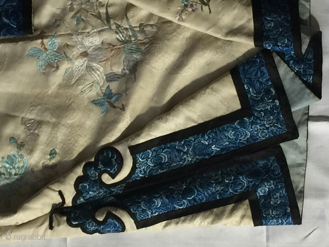Antique Chinese floral silk embroidery Robe ivory ground woven with dragon medallion 19th century 1850-1870 Qing dynasty
