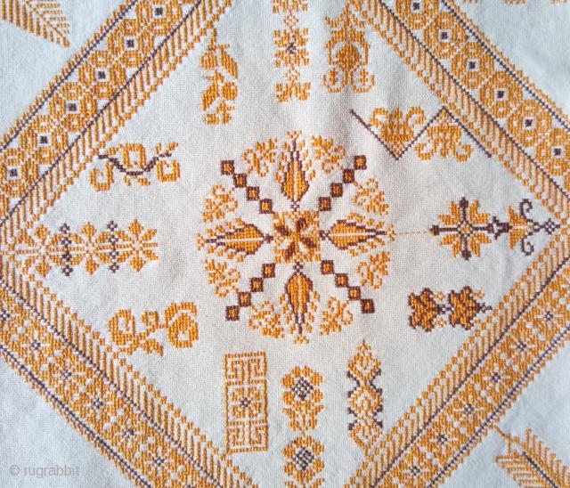 Antique swedish cross stitch, no: 380, size: 63*63cm, very nice motif, silk on linen.