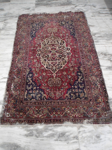 Circa 1880s or earlier ISfahan rug Size : 7'x 4' Approx. some worn areas. Free worldwide shipping