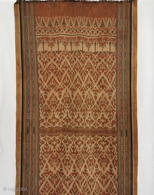 Antique Iban Kumbu Ikat with Human Figures. Sarawak, Borneo. Est 1900s. Elegant motifs. Perfect as a Wall Hanging.https://wovensouls.com/products/1450-antique-iban-ikat-pua-kumbu-woven-textile-with-human-figures-saribas-sarawak