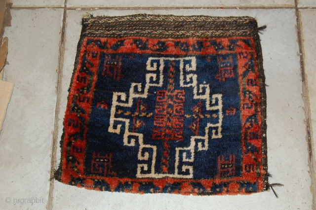 a beautiful torbha balouch in a very goood condition. the size is 30 x 32 cm. for more informations, please contact me
