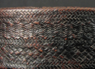 Lisu Lacquer Box: Superb antique lacquered bamboo woven box from the Lisu ethnic minority, Northern Thailand. This piece is in excellent condtion, no damage or old repairs. Please view enlargements to appreciate  ...