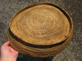 Antique Mescalero Apache basket, shallow flat bowl with flaring body wall, bundle and rod foundation with shredded yuca, sewn with narrow closed interlocking split coils of naturally colored yuca, colors obtained by  ...