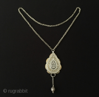 Central-Asia Ethnic traditional from Kazak silver pendant with chain very fine handcrafted fire gilded fine silver old tassel (chain can be shortened) Circa - 1900 Size -  Lenght with chain : 49  ...