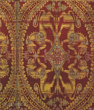 THOMPSON, Jon. Silk 13th to 18th centuries. Treasures from the Museum of Islamic Art, Qatar. Published to coincide with the exhibition Silk and Ivory, 8th to 18th centuries, Treasures from the Museum  ...