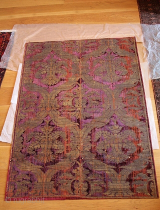 Ottoman velvet silk panel, Bursa, second half of the 16th century, two loom widths, seamed, with an ogival lattice bearing crown, 176 x 125 cm, areas of wear and tears, professionally conserved  ...