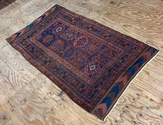Timuri main carpet in very good overall condition with exceptionally beautiful complete chevron plain-weave skirts - last quarter 19th century - 3.05 x 1.83m (10' x 6').