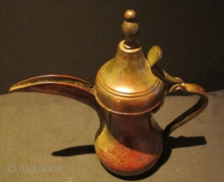 Coffee pot(dalla). Arabian Gulf - Circa 1900. Great patina. Good condition.