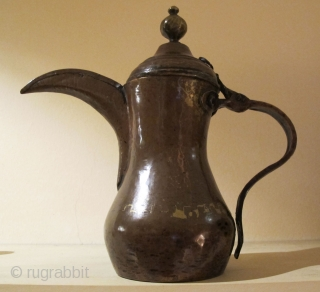 Coffee Pot(dalla). Arabian Gulf - Circa 1900 or earlier. Copper. Very good condition. Great Patina.
