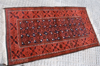 Mina-khani pattern Balouch, 1st quarter 20th c. 98 x 170 cm. Very good condition. Black corrosion. Nice wool and warm colors.