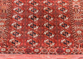 Antique Tekke main carpet, Turkmenistan, second half 19th century. A decent example, tightly knotted with velvety wool and all natural dyes. The piece is in pretty good shape, good pile all-over, one  ...