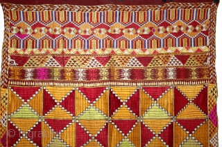 Phulkari From East(Punjab)India Called As Bagh.Rare Pattern Cowdi Design.Beautiful colour Combination of Pallu.Floss Silk on Hand Spun Cotton khaddar Cloth.Mind Condition.(DSL03160).