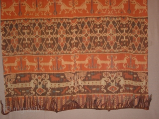 in perfect condition!!! antique , no fading at all, very fine handspun cotton , wonderful natural colors, three rows of patola motifs hreat indonesian hinghhi sumba ikat weaving at headends very wonderful graphic designs 130x235cm 4.3x7.7ft  ...