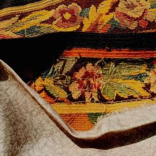 Antique French hand woven fine aubusson tapestry. Size is 118 X 168 cm. Very finely woven and is in perfect Condition. Ready to hang on the wall.