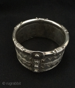 Antique rigid silver cuff, kambi-kadla,Gujarat,India ,165g.