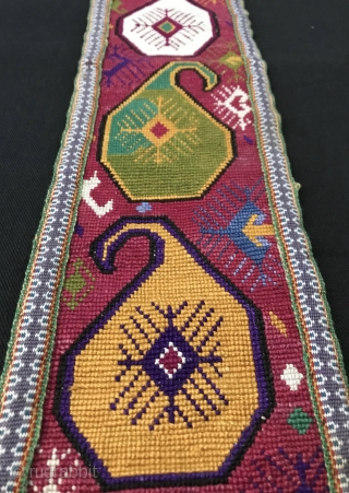 An outstanding antique Uzbek silk cross-stitched belt. It dates between late 19th century - early 1900s and is made in Shahrisabz region of Uzbekistan. The design is exceptional with beautiful repeating boteh  ...