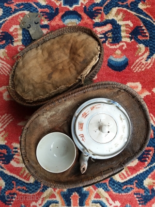 Old (antique?) Chinese single cup picnic tea set with carrying basket, tea pot with landscape decoration and inscriptions, no marks, complete, genuine. Age: unknown. Condition: as found, needs cleaning. Price: cheap. Rug:  ...