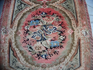 200 x 113  cm is the size of this antique CAUCASUS piece. In perfect condition - like a new piece - Made in the district of KUBA. It' a  ZEIKHUR carpet design GOL-FARANG. All  ...