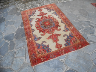 203 x 124 cm. Antique persian carpet knotte in the district of FERAGHAN. Very good condition = Perfect colors  More pictures and query without any problem. ALL THE BEST from COMO !