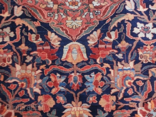 Persian antique FERAHAN in perfect condition. All natural dyes and very shiny wool. Size, ends are original and full pile. Very fine knot and great design for this very antique persian carpet. cm. 199 x 137 is  ...