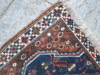 KHAMSEH birds in good condition, all wool. Size is 130 x 91 cm. The 2 ends have been reduced. Good pile. Washed and ready for use. More info and photos on request. All the best from COMO  ...