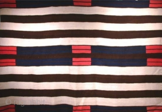 Here's a beautiful REPRODUCTION of a 2nd. Phase Navajo Chiefs Blanket.
