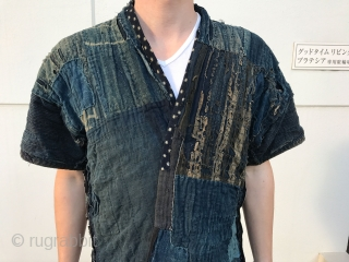 A wonderful farmer's jacket in perfect condition. Especially desirable due to its beautiful collar. This jacket from Aomori was worn by a poor farmer and has been mended during several decades. Both  ...