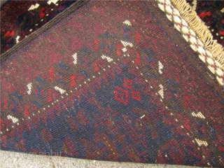 Very nice antique Baluch bagface. Shiny wool and beautiful flatwoven ends.Good condition. Size : ca 70cm x 65cm ( 2'3'' x 2'2'' )