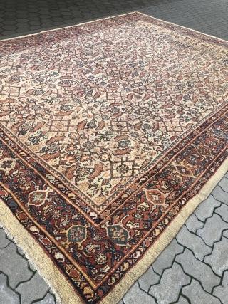 Antique Persian Mahal carpet, very decorative. Good condition, size: 420x320cm / 13'8''ft x 10'5''ft