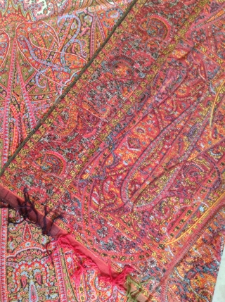 Very beautiful antique French Paisley shawl in mint condition except 2 small stain on centre. Haven't seen any moth holes or fading. The coloures are just like a factory made. Very fresh  ...