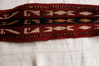 A nice band with finelly woven wool in good condition expept for some very small holes near the edge. All natural dyes. 1060x7 cms 1900. (at 1437). If you wished to receive  ...