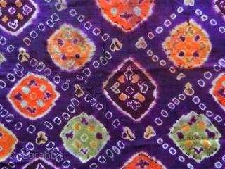 Pelangi shoulder cloth selendang cod. 0766. Pelangi and tritik technique (tie dye) on Chinese silk, early 20th century. Palembang -Sumatra. Very good condition. Size cm. 53 x 274  ( 21'' x  ...