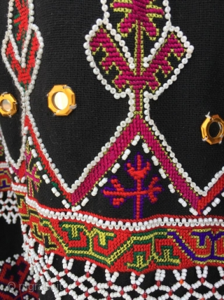 Tribal vintage woman dress from indus Kohistan valley of Pakistan. The embroidery is very fine , handmade and done with pure silk threads . in it's best condition  Size  Length 39 inches  Underarm to  ...