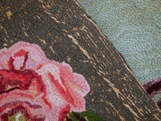 Handmade antique square American hooked rug 3' x 3.4' (93cm x 104cm) 1920s - 1C457